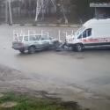 "Момент столкновения ""скорой"" и легковушки попал на видео"