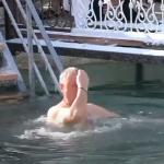 Игорь Додон принял участие в крещенских купаниях (ВИДЕО)