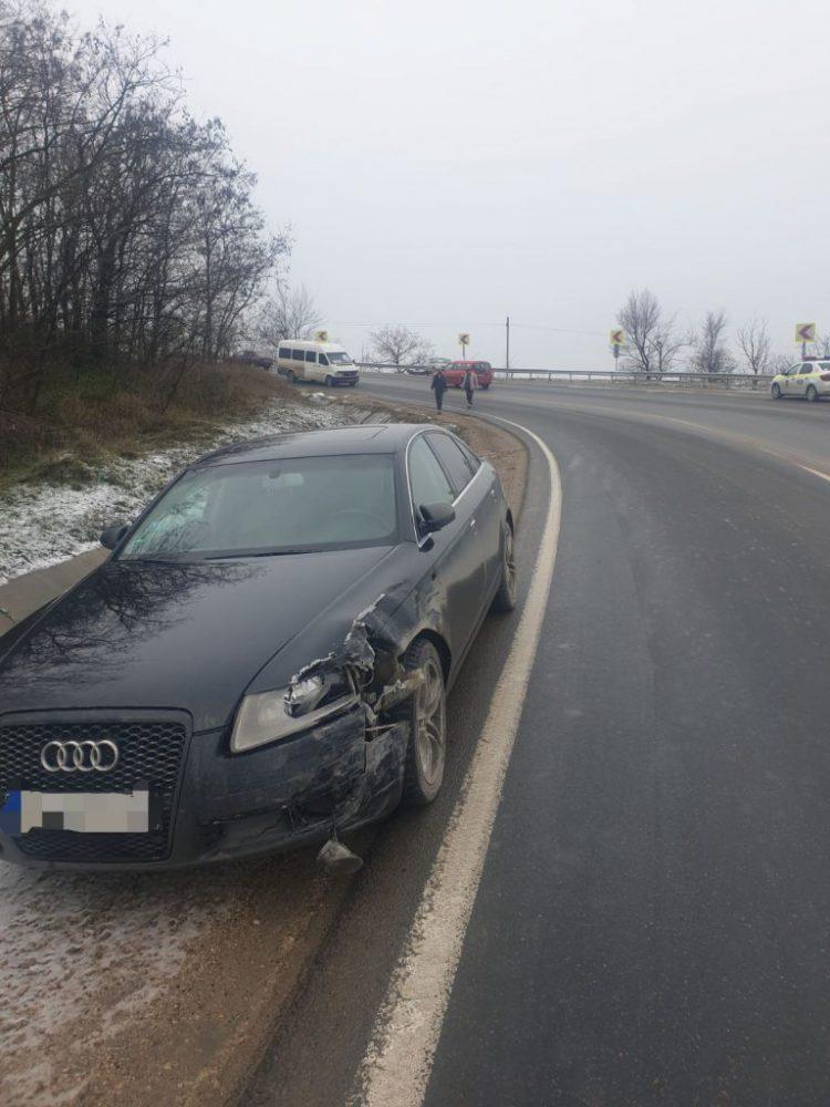 В Оргееве водитель выехал на встречку и столкнулся лоб в лоб с другим авто (ВИДЕО)