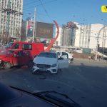Авария в центре столицы: две машины не поделили перекрёсток