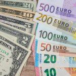 Курсы валют на пятницу и выходные: сколько будут стоить доллар и евро