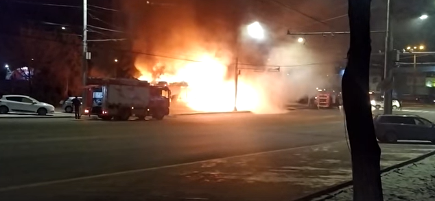 Пожар в центре Кишинёва: сгорел магазин на остановке (ВИДЕО)