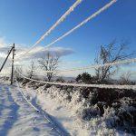 Десятки населённых пунктов остались без света из-за обрывов обледеневших проводов (ФОТО)