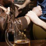 Пьяный гость избил хозяина дома. Пострадавший госпитализирован
