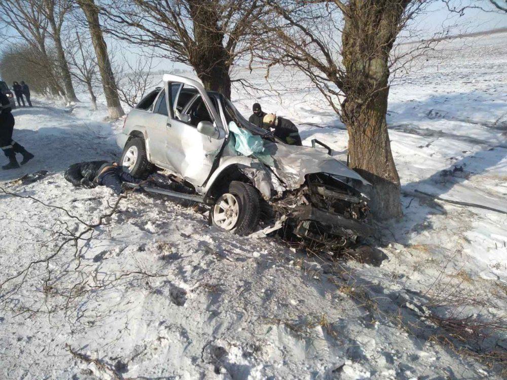 Машину смяло: в жуткой аварии в Бричанах погибли два человека