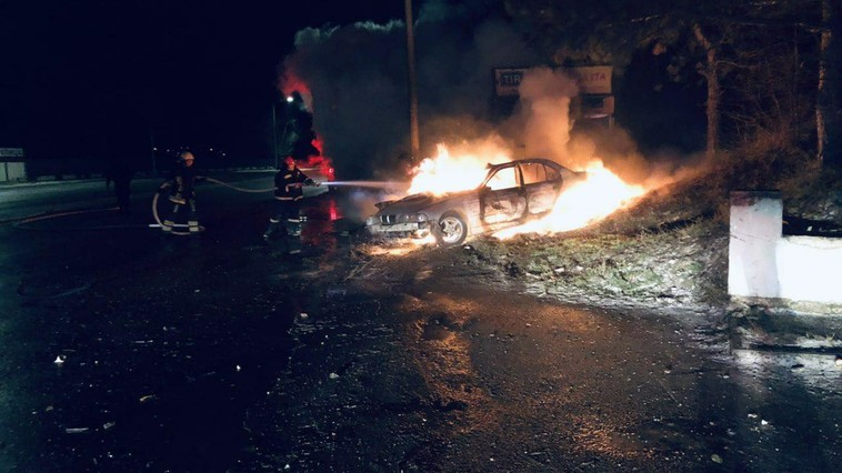 На Ботанике автомобиль врезался в столб и загорелся: пассажир погиб