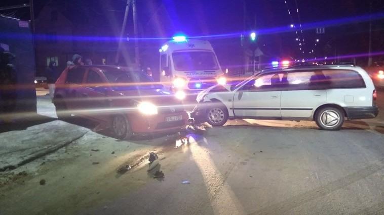 В Бельцах столкнулись две машины. Одну отбросило на санки с детьми
