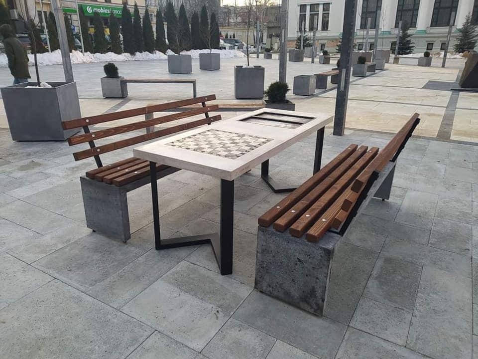"""Новые шахматные столы появились в сквере """"Михай Эминеску"""""""