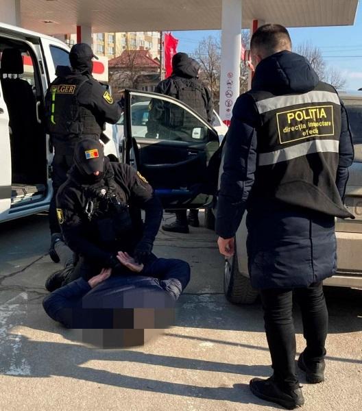 Экс-полицейский второй раз попался на крупной взятке (ВИДЕО)