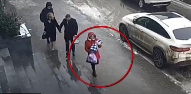 Нерадивая мать,бросившаямладенца в столичной многоэтажке,попала на видео. Её ищет полиция