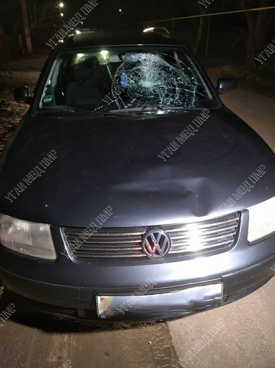 Переходил дорогу в неположенном месте: пешеход попал под колёса машины