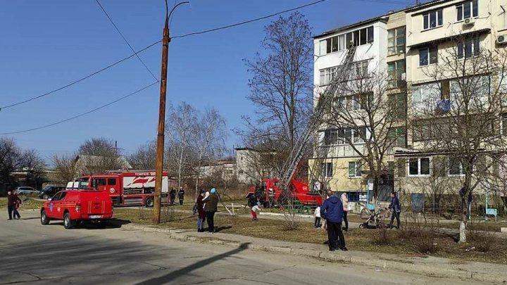 В пятиэтажке на Старой Почте загорелась квартира