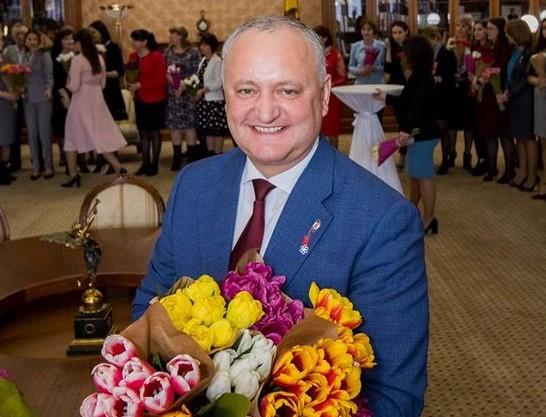 Игорь Додон поздравил всех женщин страны с 8 Марта