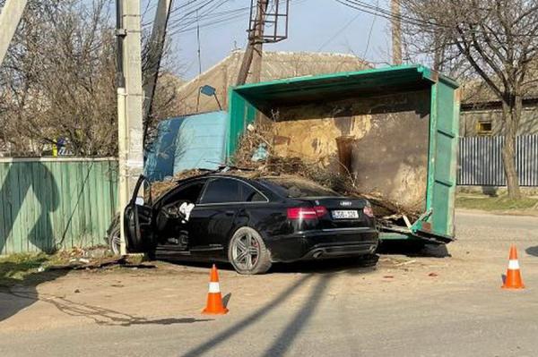 В Вулканештах перевернулся грузовик. Водитель попал в больницу
