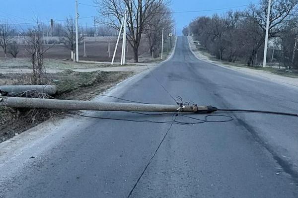 ДТП в Вулканештах: водитель грузовика снёс бетонный столб и уехал (ФОТО)