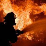 В столице загорелся склад