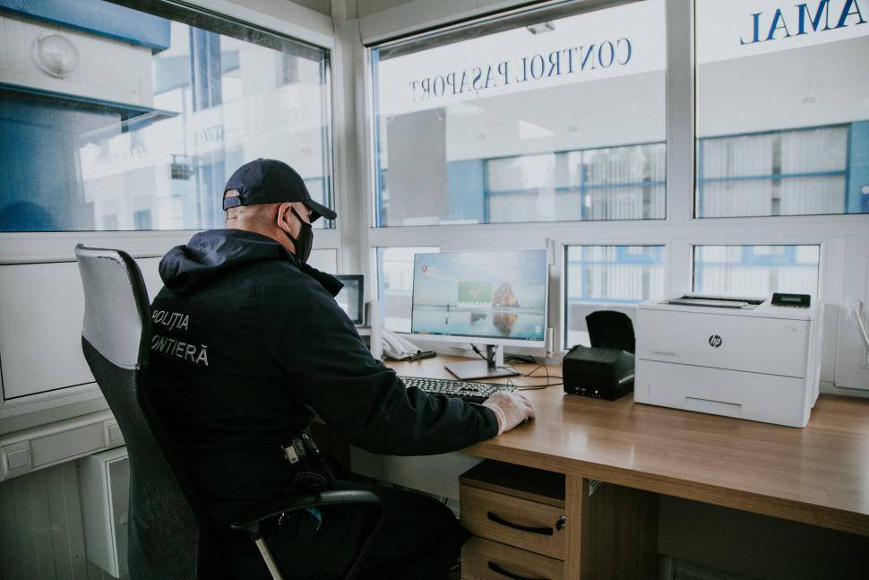 Более 70 фальшивых COVID-тестов выявили на границе