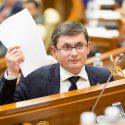Эксперты и политологи критикуют состав и программу правительства Гросу