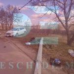 ДТП в столице: автомобиль снёс столб и остался без колеса