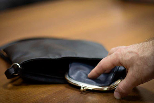 Зашёл в чужой дом и украл кошелёк: правоохранителям попался вор с криминальным прошлым
