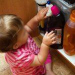 Выпил жидкость для мытья полов: малыш госпитализирован с острым отравлением