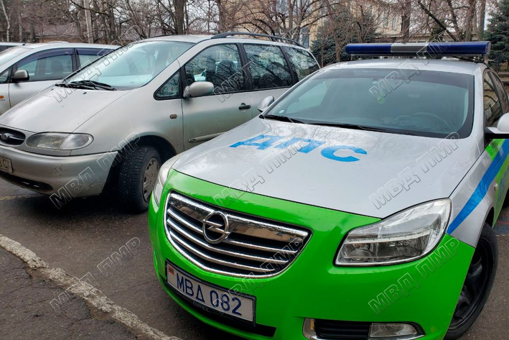 В Бендерах две несовершеннолетние угнали авто