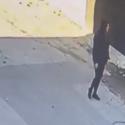 Разбил витрину и украл iPhone 12: в столице разыскивают злоумышленника (ВИДЕО)