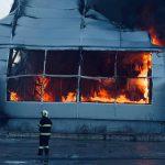 (ОБНОВЛЕНО) Крупный пожар в Кишинёве: загорелся склад с краской