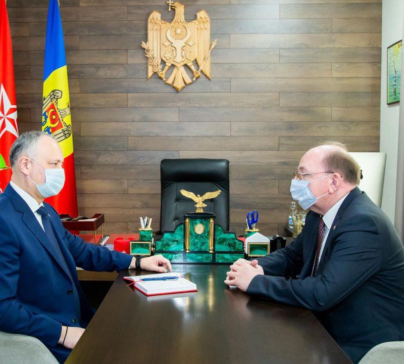 Додон и Васнецов обсудили скорейшую поставку в Молдову вакцины Sputnik-V