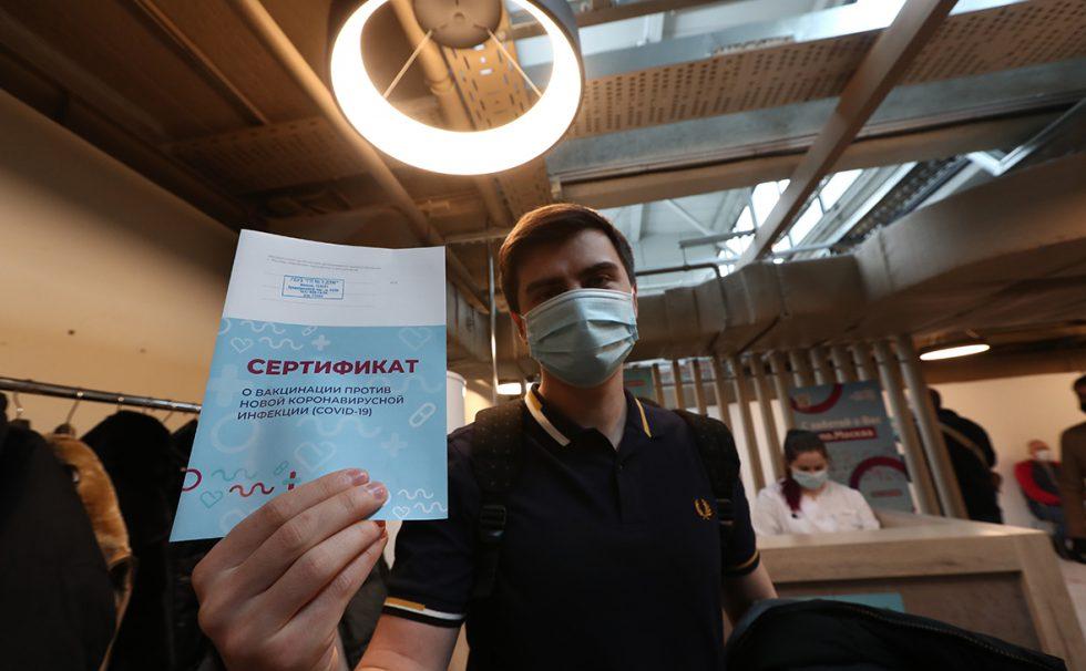 """COVID-ситуация в мире: Словения отменит карантин для привитых """"Спутником V"""" туристов, в Швейцарии и Бельгии смягчают ограничения"""