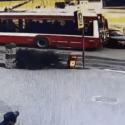 Инцидент в Бельцах: водитель врезался в троллейбус и сбежал (ВИДЕО)