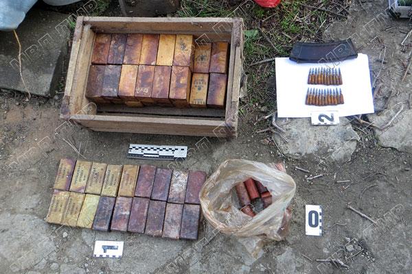 """Опасное """"наследство"""": мужчина нашёл в подвале целый арсенал боеприпасов"""