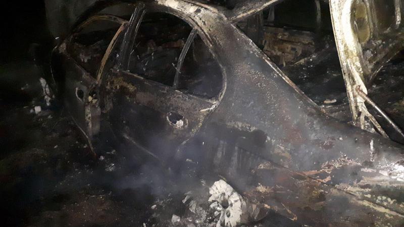В Хынчештах автомобиль загорелся на ходу: обошлось без жертв