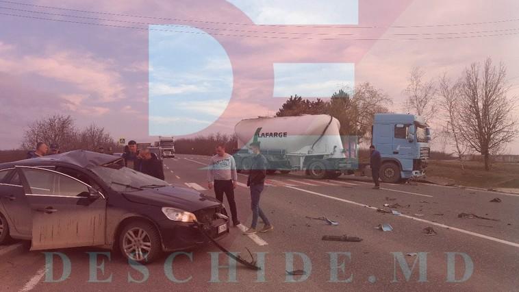 Водитель легковушки погиб в результате столкновения с грузовиком в Резинском районе