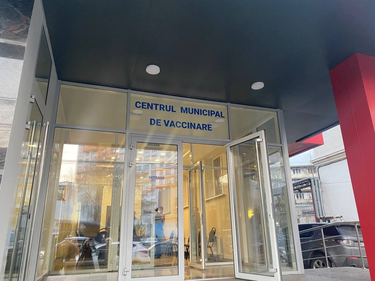 В Кишинёве открылся первый муниципальный Центр вакцинации от COVID-19. В день он сможет принимать до 1000 человек