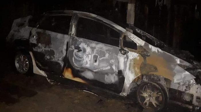 ЧП в Хынчештах: машина службы такси сгорела дотла