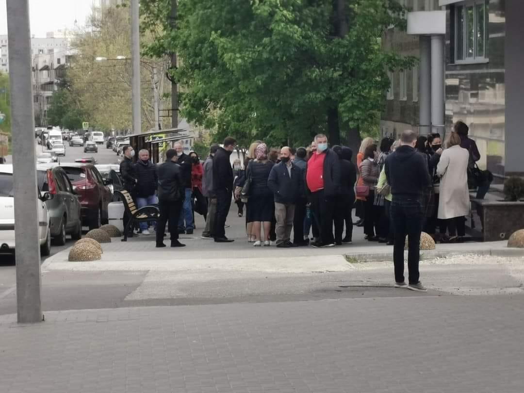 """С появлением """"Спутника"""" число желающих вакцинироваться в Кишинёве выросло в 3 раза (ФОТО)"""