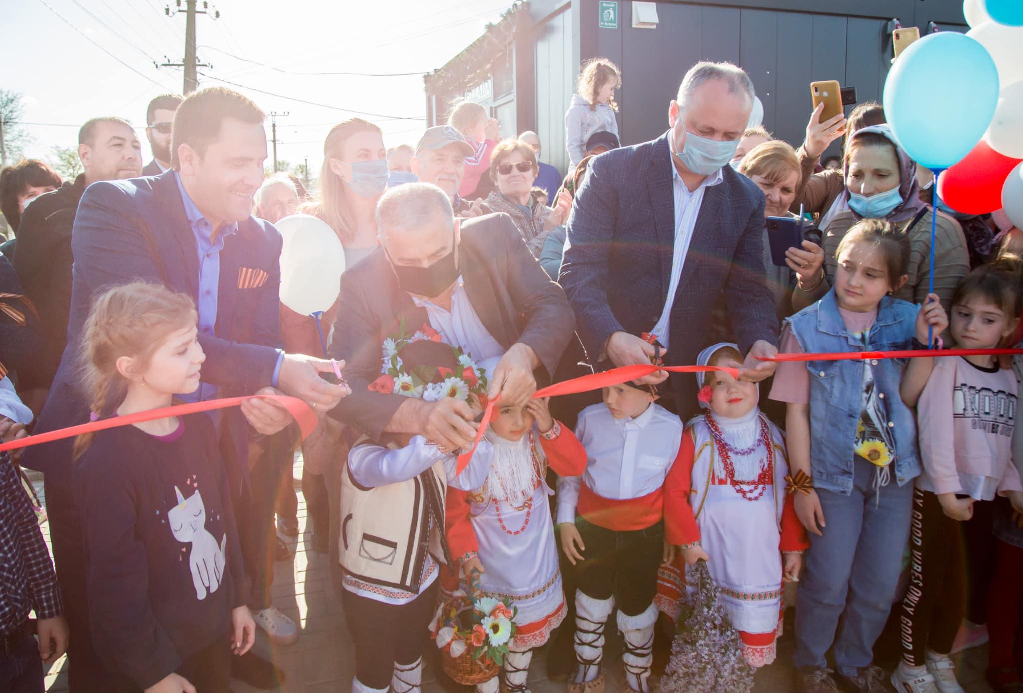 Додон открыл в селе Гайдар спортплощадку, которую ранее помог оснастить (ФОТО, ВИДЕО)