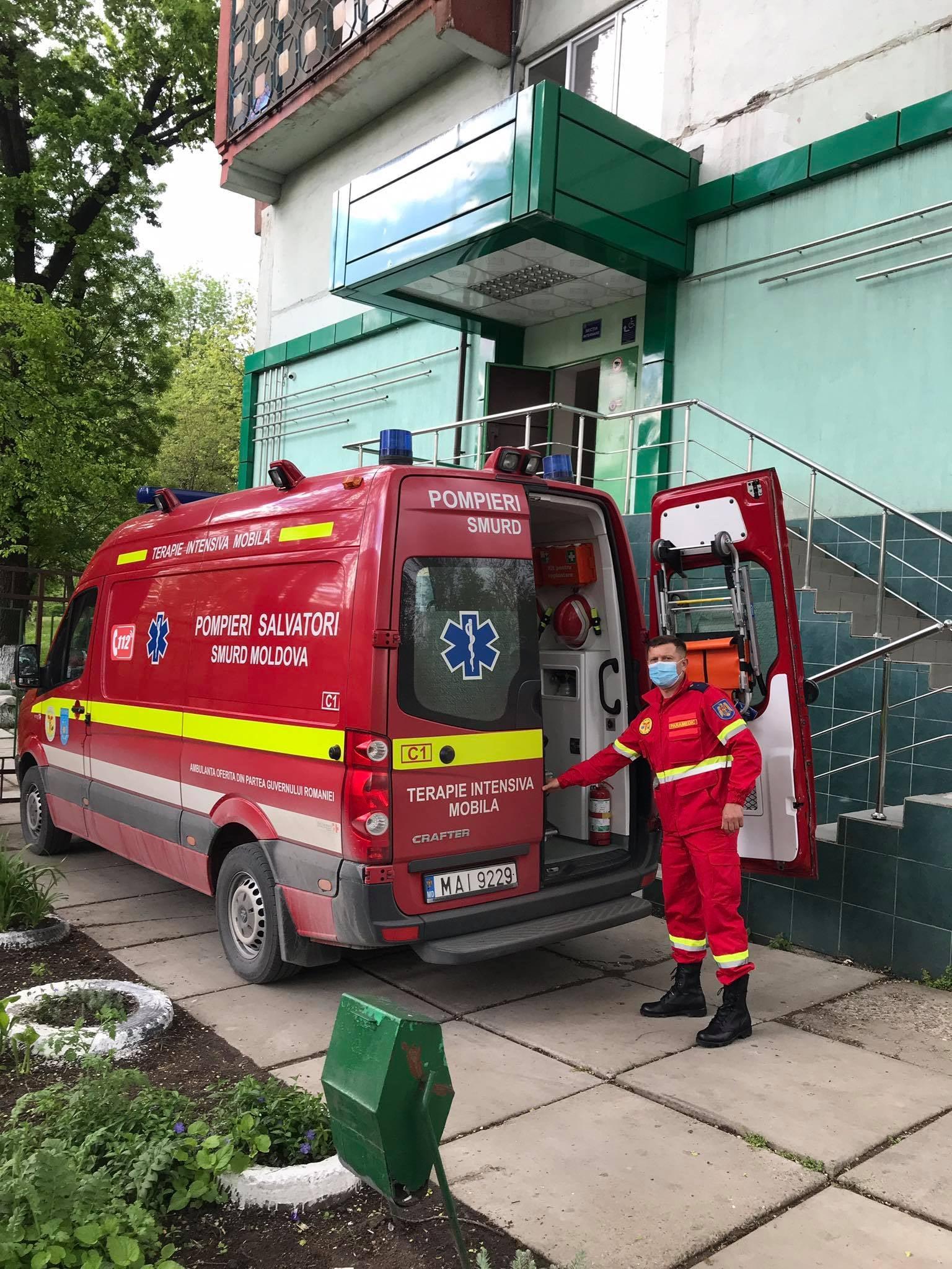 Экипаж SMURD доставил в Кишинёв проходившую лечение в Украине гражданку Молдовы