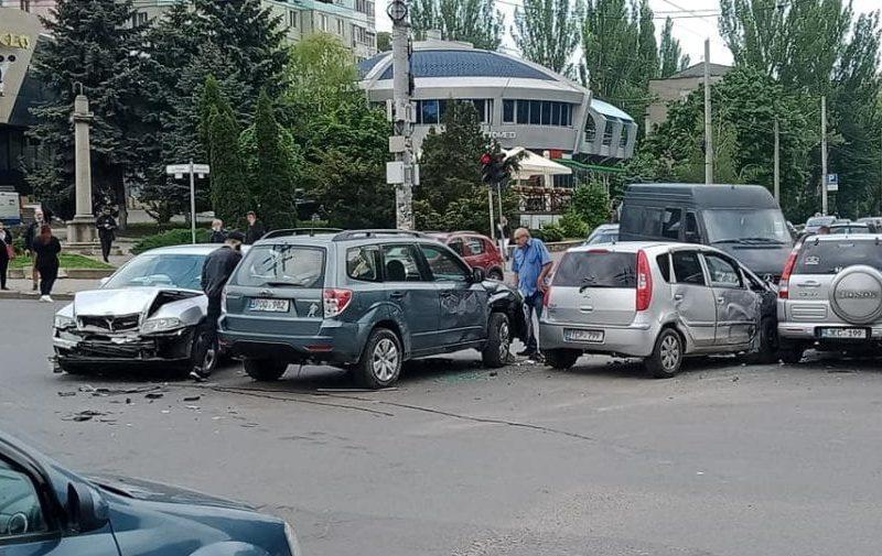 Четыре автомобиля попали в цепное ДТП на Ботанике (ФОТО)