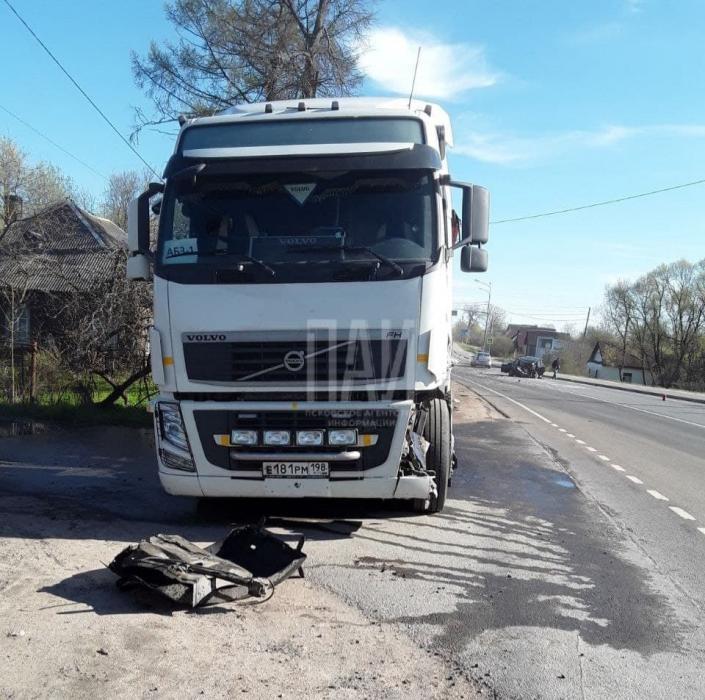 В Пскове заснувший за рулём водитель врезался в фуру молдаванина