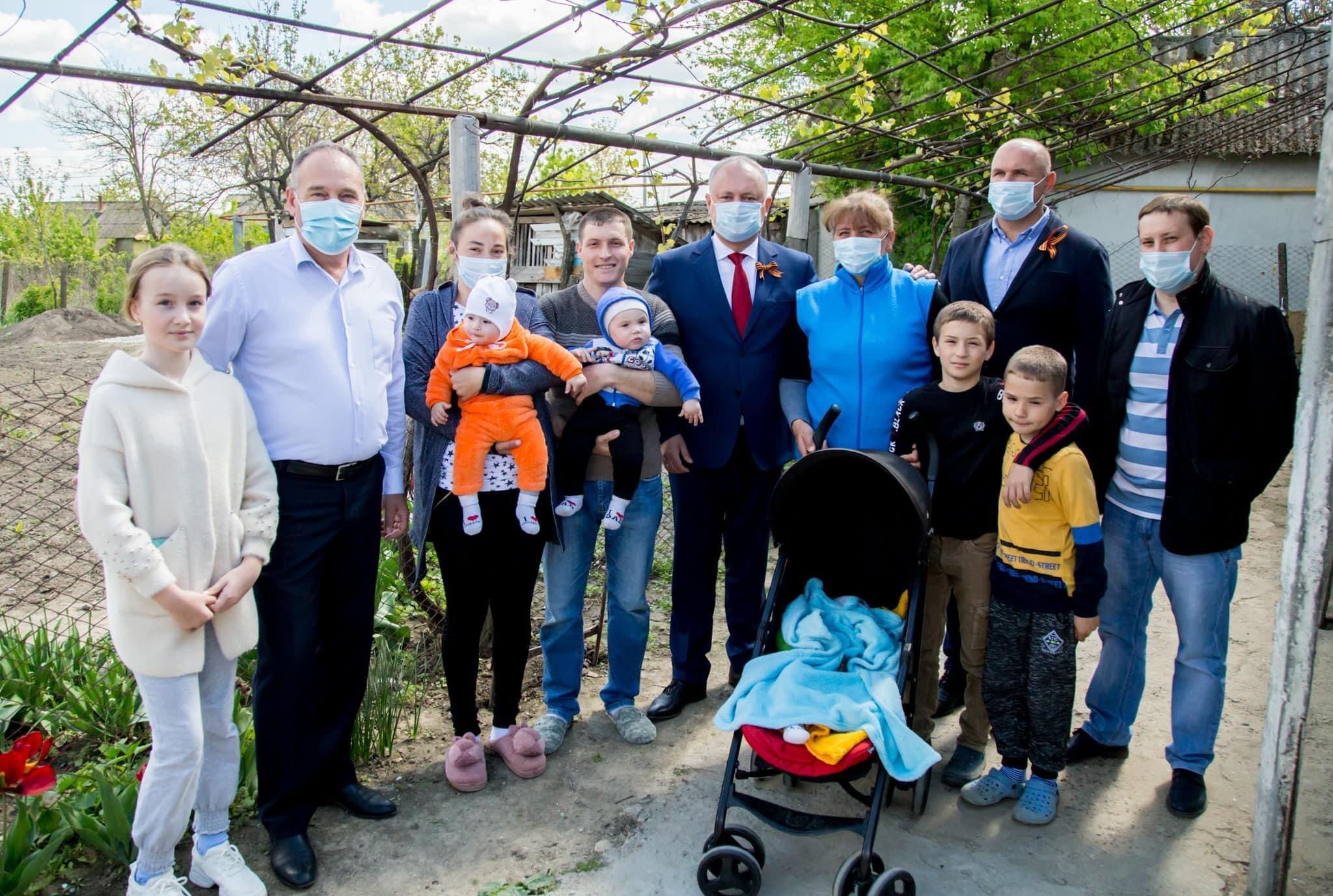 Додон помог ещё одной многодетной семье (ФОТО, ВИДЕО)