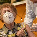 В ЕС 46% взрослого населения получили первую дозу вакцины от коронавируса