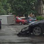Утреннее ДТП в центре столицы: перевернулась фура
