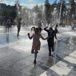 В Кишинёве у фонтанов звучала инструментальная музыка в исполнении детей