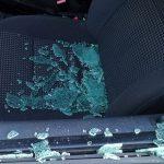 Не поделили дорогу: конфликт двух водителей закончился для одного разбитым стеклом