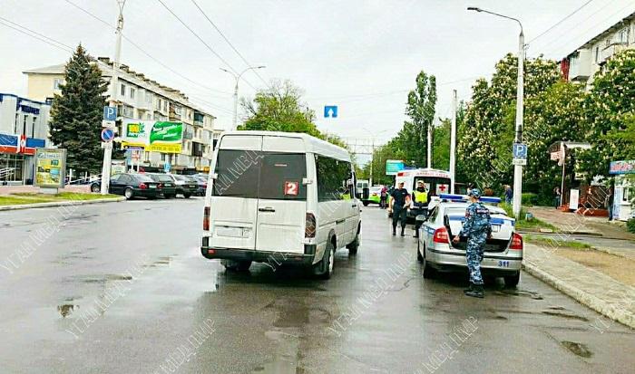 """ДТП в Тирасполе: маршрутка сбила женщину на """"зебре"""""""