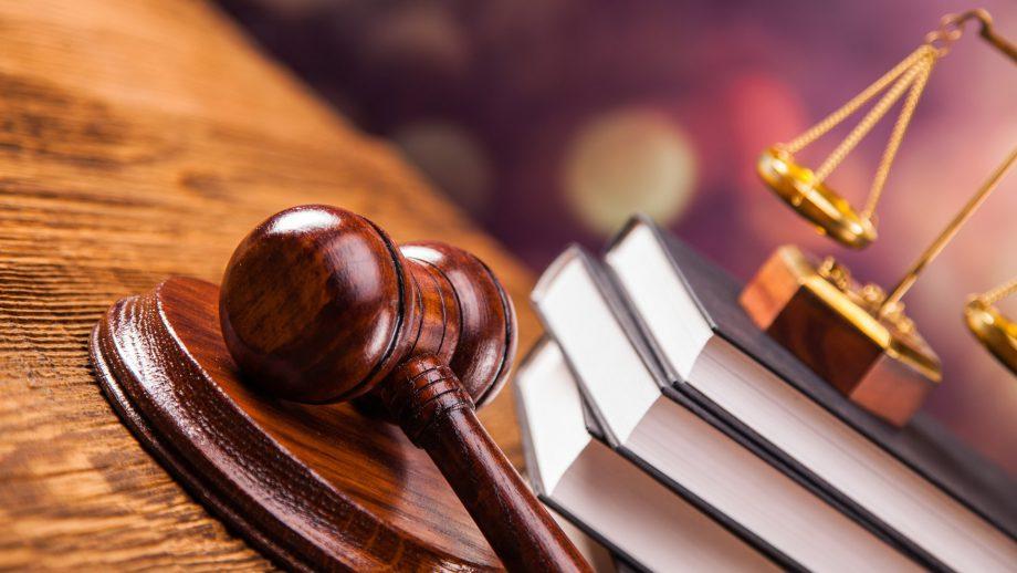 Двое мужчин ответят перед судом за нападение на приятеля