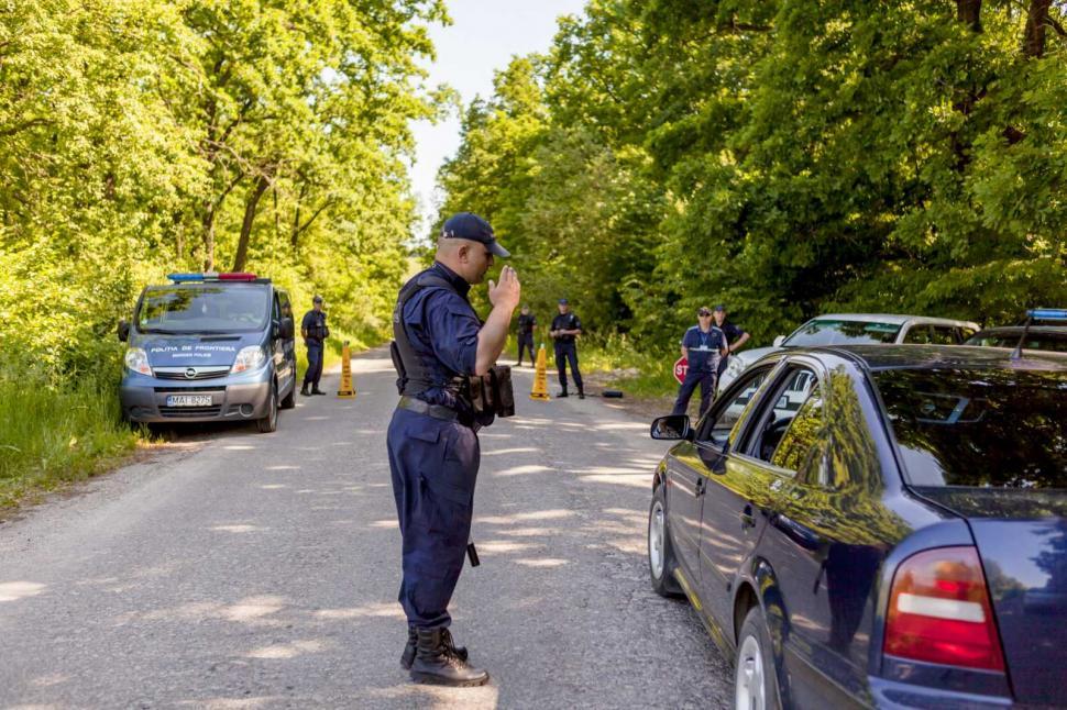"""Авто """"с сюрпризом"""": пограничники выявили у водителя поддельные документы"""