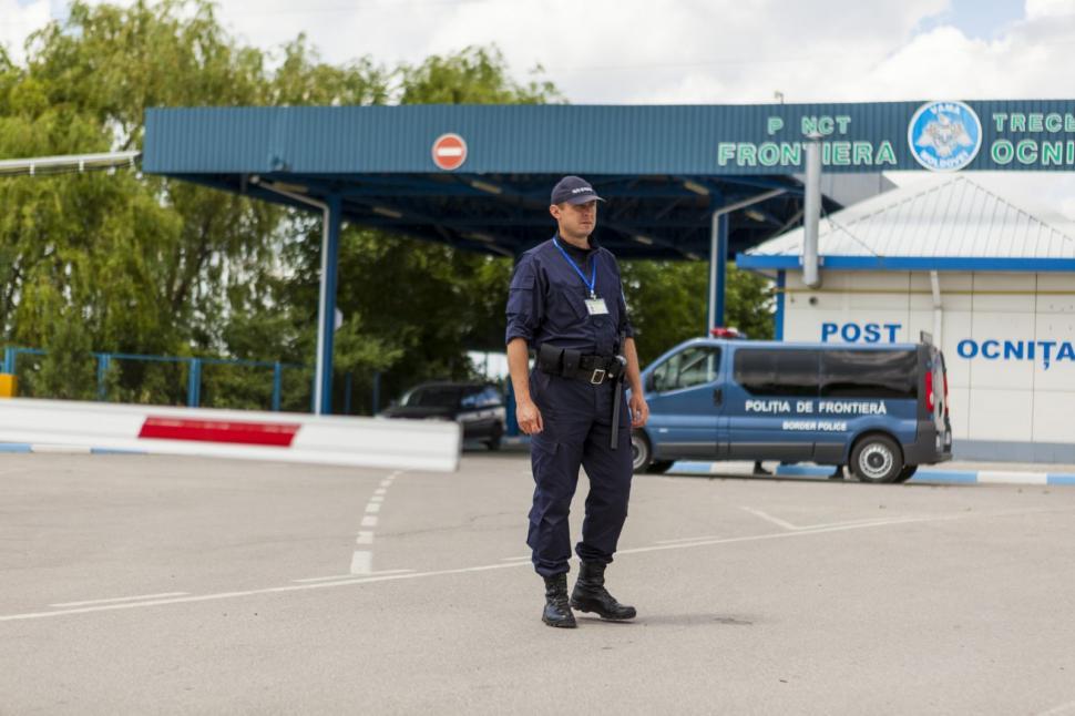 Незаконный переход границы и поддельные права: пограничники выявили двух нарушителей